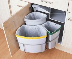Visible-Trashcans-in-Kitchen